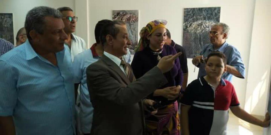 معرض «أرض الفيروز»..  22 لوحة فنية تنتصر على الإرهاب في العريش (صور)