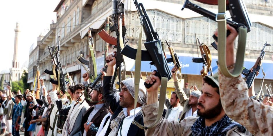 من أجل تعويض خسائرها.. خطة مليشيات الحوثي لتجنيد طلاب جامعة صنعاء