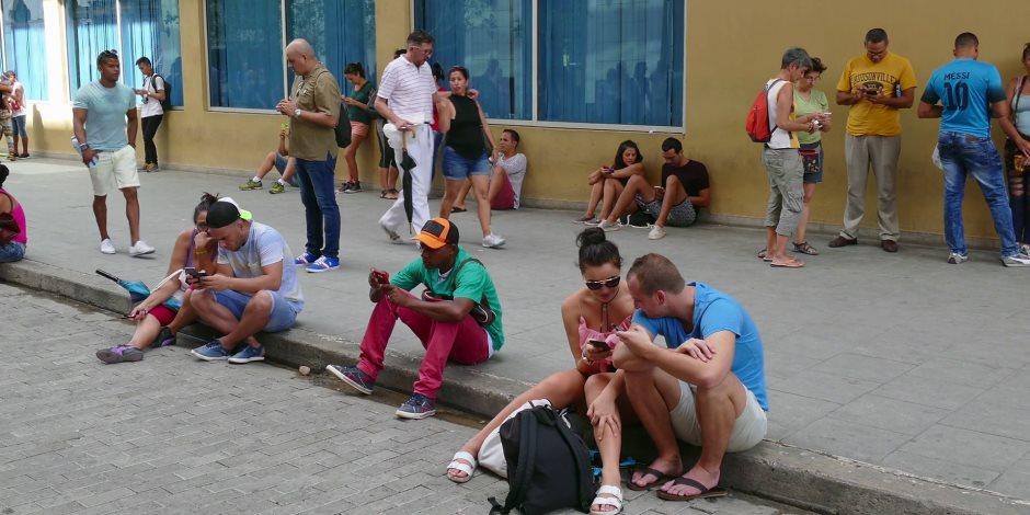 الساعة بـ 2 دولار.. كوبا تسمح أخيرا لمواطنيها باستخدام الإنترنت عبر الموبايل