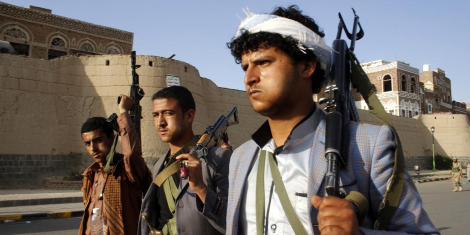 الحوثيون يفجرون مدرسة بـ«حجة» ويحتجزون مئات الأسر اليمنية فى البيضاء