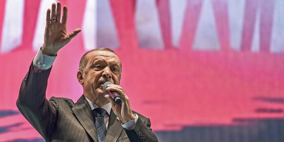 «العدالة والتنمية» غبي سياسيا.. حزب أردوغان يفضح فبركته لــ«انقلاب تركيا»