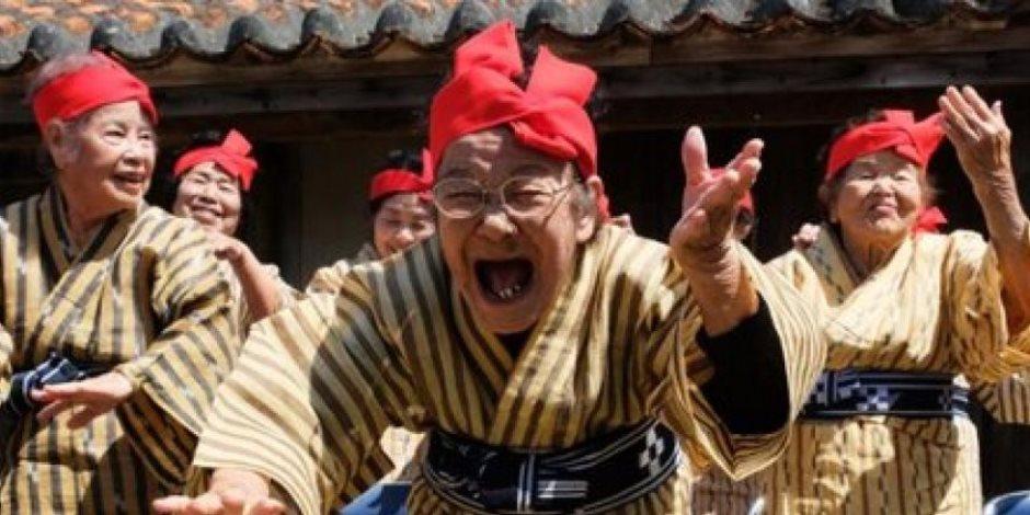 «الدهن فى العتاقى».. معمرات يابانيات يشكلن فرقة رقص وغناء