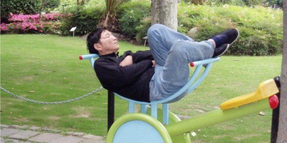 ما تخجلش من النوم بالمواصلات.. في كوكب اليابان الشقيق يرجعون ذلك إلى قوة ذكاء الشخص