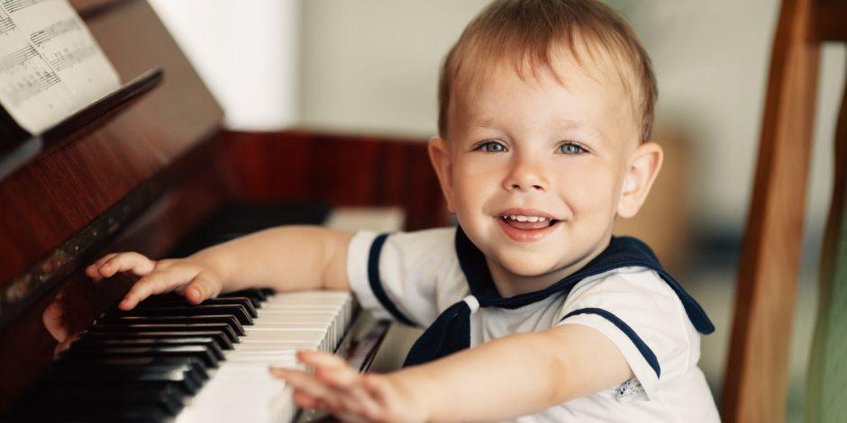 لو سمعتي ابنك بيغنيها امنعيه.. 6 أضرار نفسية خطيرة للأطفال بسبب أغاني المهرجانات