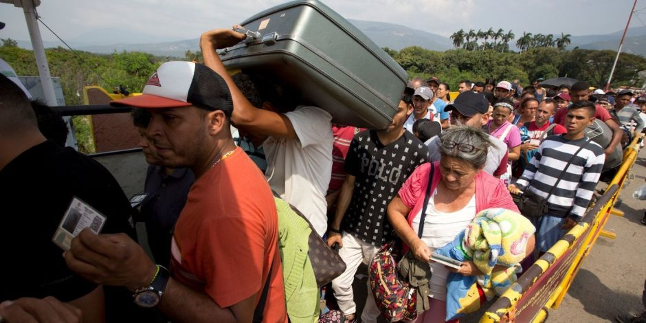 الوضع الإنساني في كراكاس: أداة لتحقيق الأطراف المتصارعة على حساب الفنزويليين