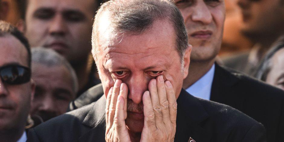 """""""نحن هنا طوال اليوم لم نبع حبة بندق واحدة كلنا جائعون"""".. الأتراك يصرخون في وجه أردوغان"""