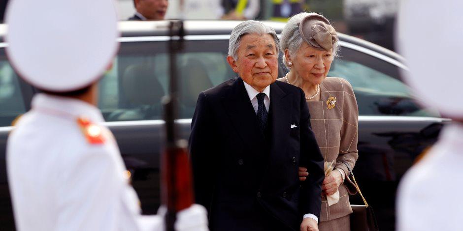 حب ملوكي في حضرة كرة التنس: إمبراطور اليابان وزوجته يزوران مكان لقائهما الأول