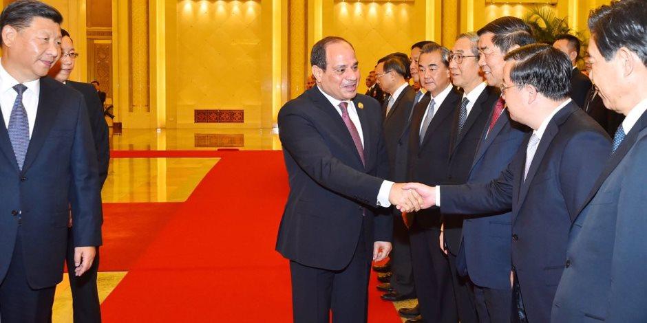 في ثاني أيام زيارته لبكين.. السيسي يلتقي رئيس الوزراء الصيني ويضع زهوراً على النصب التذكاري