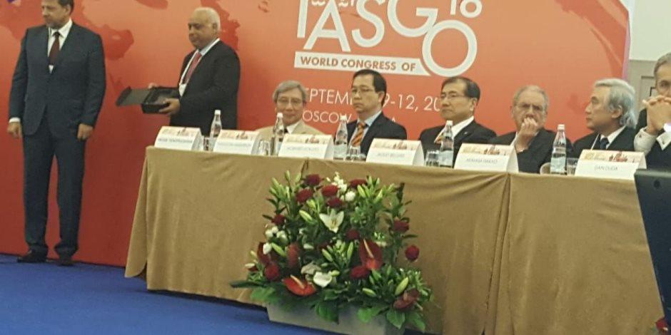 تكريم عالم مصري خلال المؤتمر الدولي للجهاز الهضمي والكبد المنعقد في موسكو