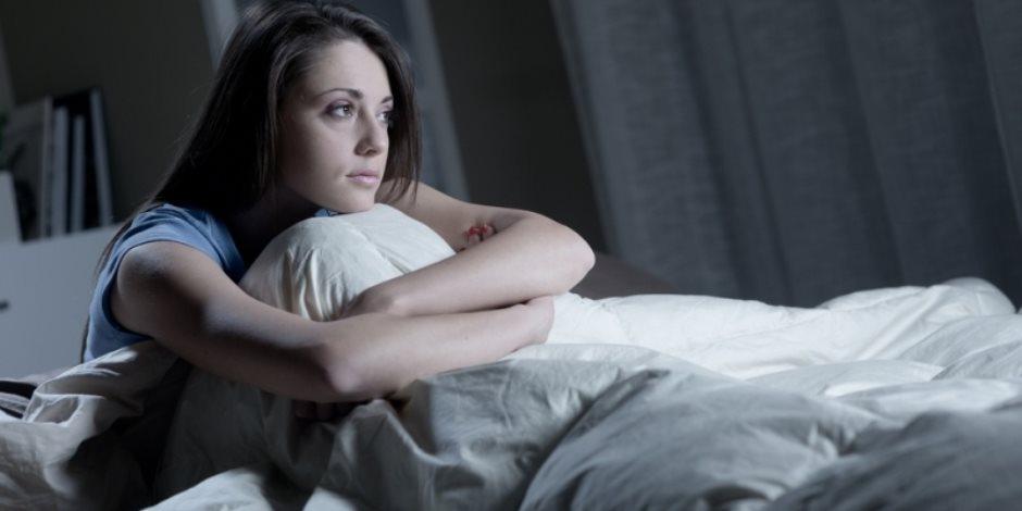 """""""ربما لم تعرف يومًا السبب"""".. لماذا تشعر بالأرق ليلًا؟"""