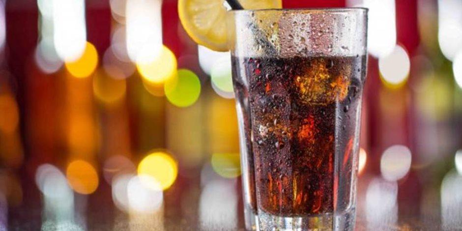 «تدمر خلايا المخ».. مخاطر المشروبات الغازية على صحة الأطفال