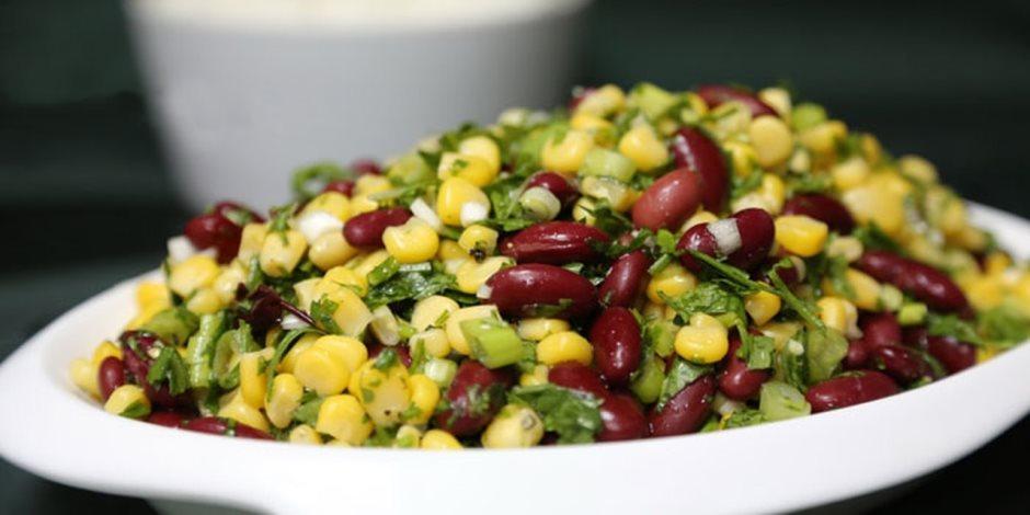 بديل مثالي للبروتين النباتي.. سلطة الفاصوليا الحمراء والذرة تحمي القلب وتشعرك بالشبع