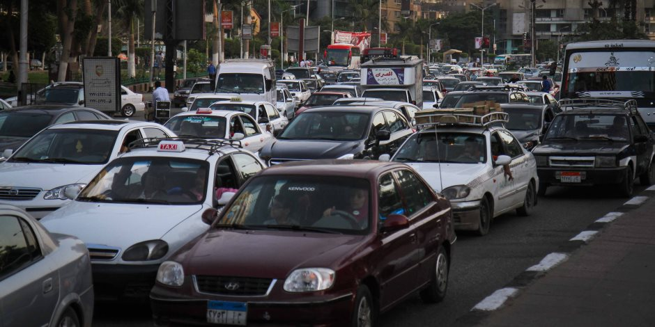 النشرة المرورية.. كثافات مرتفعة بمحاور القاهرة والجيزة مع دخول الطلاب للمدارس