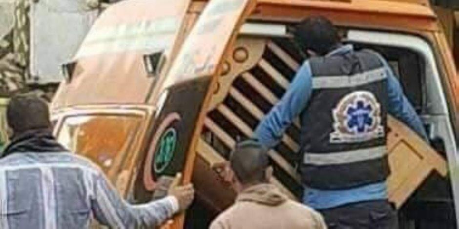 تجاهل الواقعة يمثل خطراً على الأمن القومي..سيارة إسعاف تنقل «عفش» من سوق الجمعة (صور)