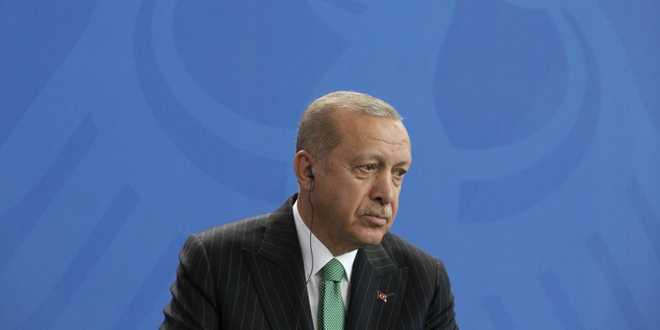 اتباع ديكتاتور تركيا ينشقون عنه.. قيادي سابق بحزب أردوغان يفضح النظام التركي