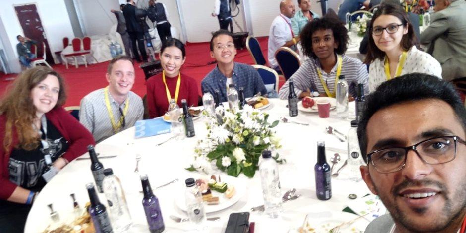 بوسا وجوهو ومايانا وأجالايا ومؤيد ونيلس.. 6 شباب من دول مختلفة جمعتهم مصر على مائدة واحدة (صور)