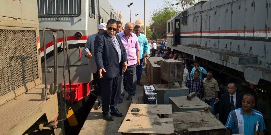 يخدم قطاع عريض من المواطنين يوميا.. هكذا تحول قطار الصعيد إلى «مترو»؟ (صور)