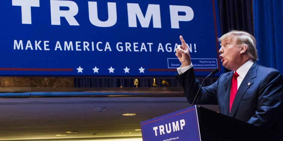 منتشيا بانتصاره على ترامب.. مراسل CNN يعود للبيت الأبيض وسط حفاوة كبيرة (فيديو)