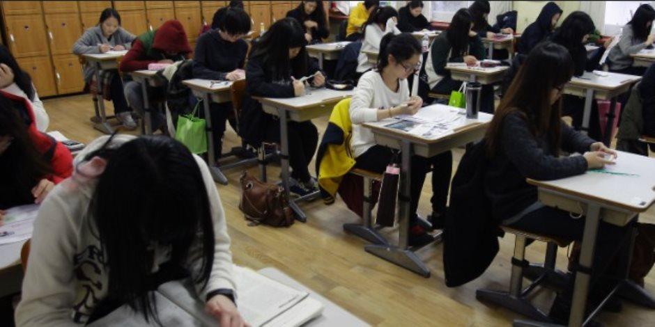 طلاب كوريا يخوضون أصعب امتحان.. قصة تعطيل حركة القطارات والطائرات لعدم إزعاج الطلاب