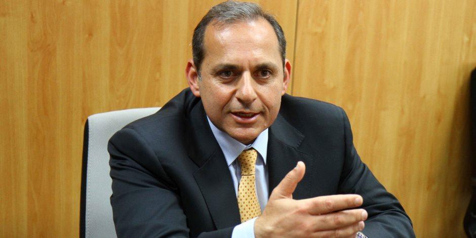 سيزيد من موارد العملة.. ماذا قال رئيس البنك الأهلي عن قرار إلغاء تحويل أموال الأجانب؟