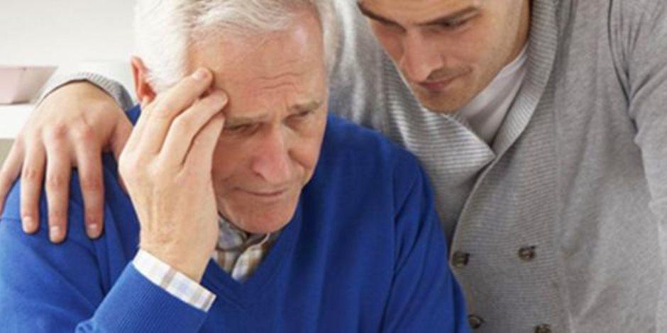 لمرضى الزهايمر الحقق في ممارسة حياتهم.. بنك دولي يخصص فرق عمل لعملاءه من المرضى