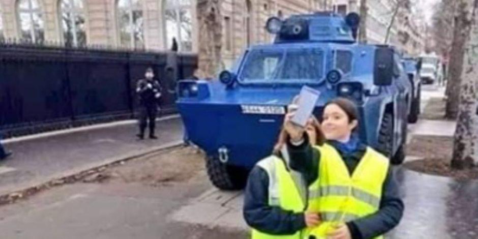 التاتش المصري على مظاهرات فرنسا (صور)