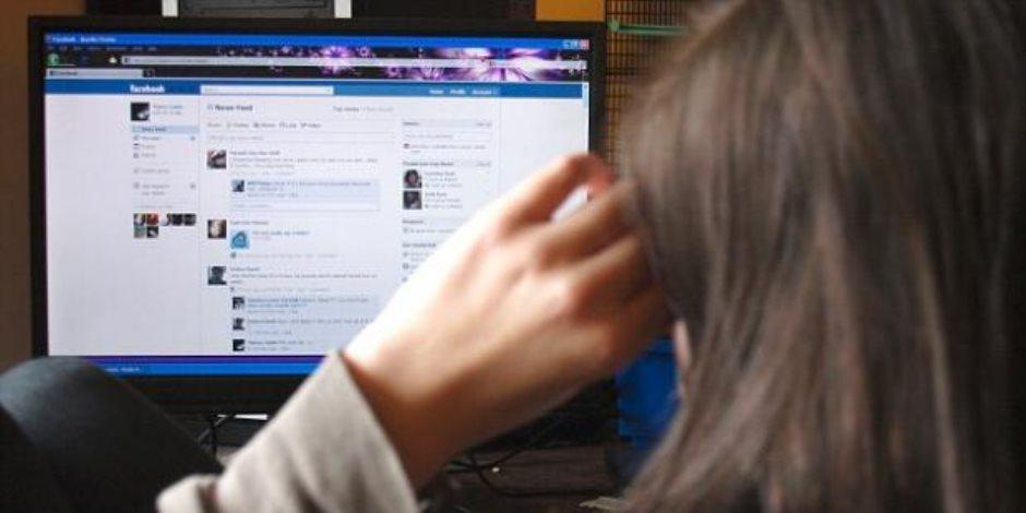 دراسة بريطانية: السوشيال ميديا تصيب المراهقات بالاكتئاب