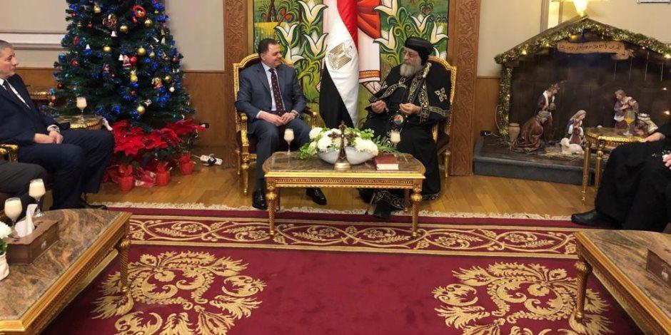 وزير الداخلية من الكاتدرائية: الكنيسة المصرية تعزز الوحدة الوطنية والاستقرار