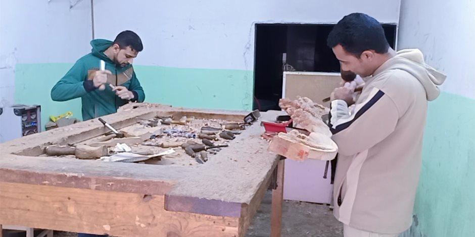 «الأويما» تبكي الهجران.. الماكينات الصناعية تتحدى عمال دمياط (صور)