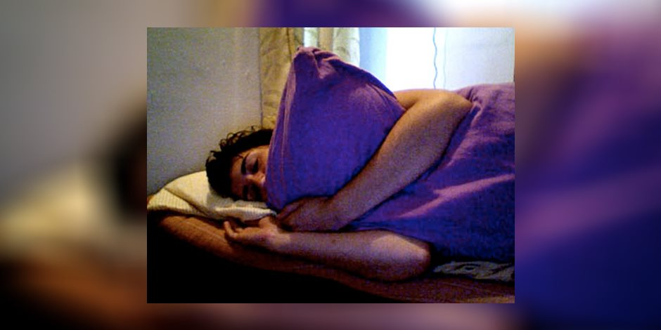 قصة منتصف الليل.. الزوج يرفض شرع الله ويقيم علاقة مع الوسادة