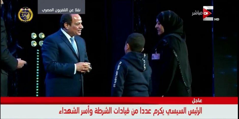"""ابن شهيد شرطة أمام السيسى """"أنا هكبر وهجيب حق بابا"""""""
