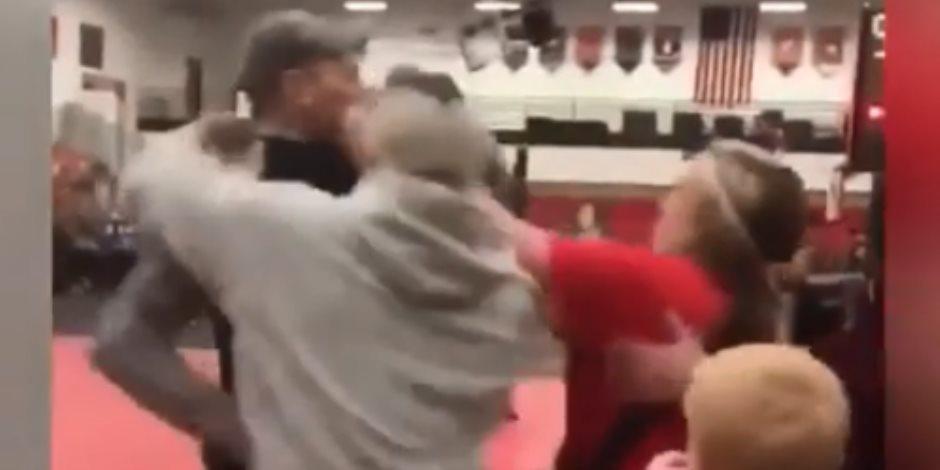 مسابقة للمصارعة في مدرسة أمريكا كادت تنهي حياة أفراد.. والشرطة تتدخل