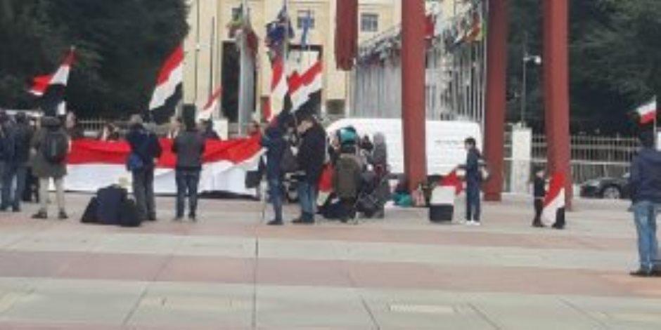 فضيحة دولية.. وقفة الإخوان أمام مجلس حقوق الإنسان في جنيف (فشنك)