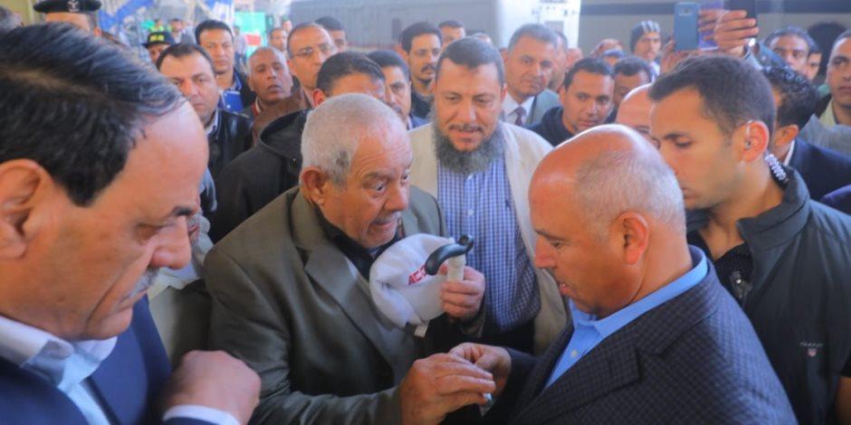 من 7 الصبح| الوزير في محطة مصر: «لاتقصير ولاتهاون.. والعمل للجادين فقط» (صور)