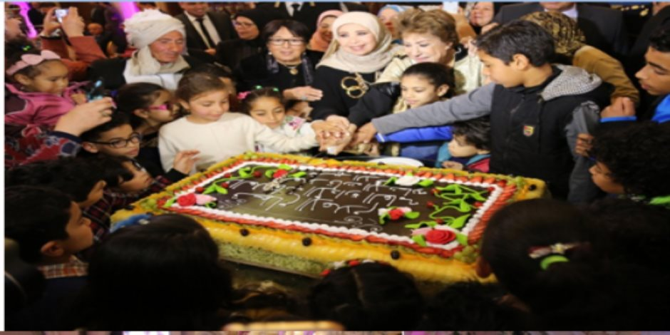 الداخلية تحتفل بعيد الأم وتكرم أمهات الشهداء وزوجاتهم