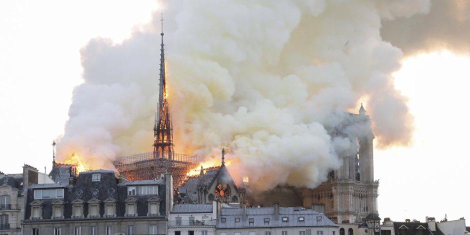 10 فيديوهات تحكي اللحظات الأخيرة في حياة برج كاتدرائية نوتردام باريس