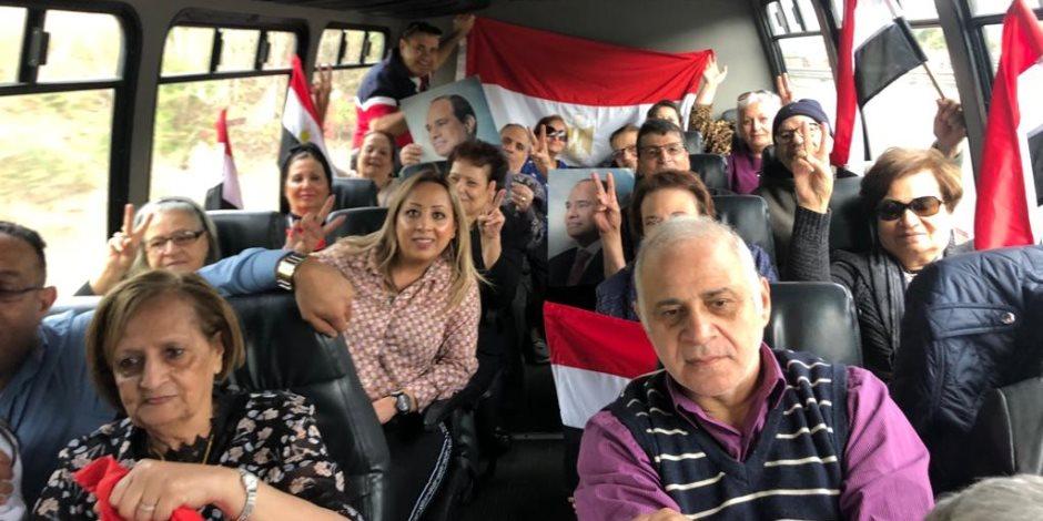 شاهد.. أتوبيسات تقل المصريين في نيوجيرسي إلى نيويورك للتصويت في الاستفتاء (صور)