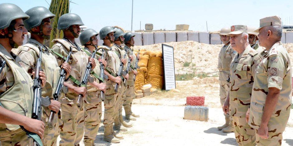 الفريق محمد فريد يتفقد عددا من الأكمنة والارتكازات الأمنية بشمال ووسط سيناء (فيديو)