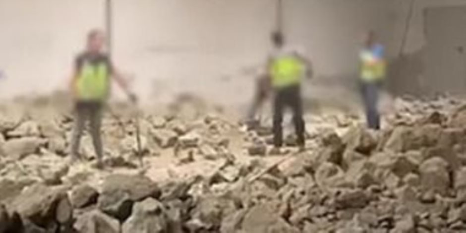 بسبب شحنة صخور.. قصة إلقاء الشرطة الإسبانية القبض على 11 شخصا