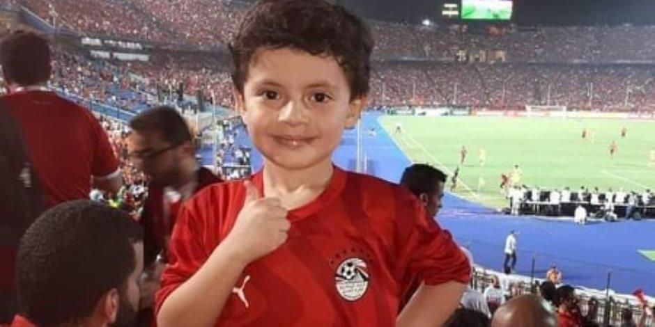 «لولا انتم ماكنا هنا» .. ابن الشهيد الشبراوى يؤازر منتخب مصر أمام الكونغو