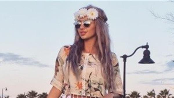 بالصور..عارضة الأزياء السعودية تستمر فى سلسلة العرى