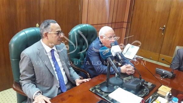 بالصور.. نائب وزير الإسكان يتفقد عددا من عشوائيات بورسعيد