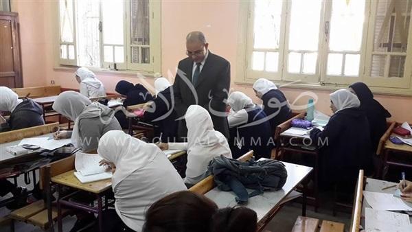 «باهي» يتفقد فصول مدرسة بورسعيد الثانوية (صور)