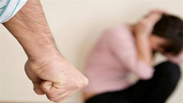بعد 10 سنوات زواج.. تطلب الطلاق بسبب «عصبيته»