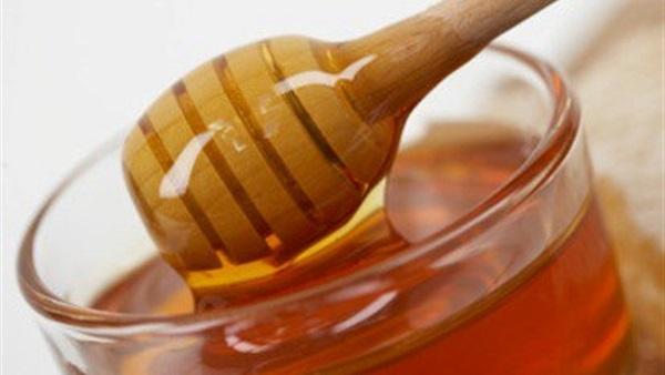 5 فوائد صحية لتناول «العسل الأبيض»