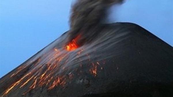 انبعاث الرماد الأسود والأدخنة من بركان «فويجو» بجواتيمالا