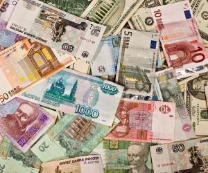 استقرار أسعار العملات الأجنبية مقابل الجنيه.. والدولار يسجل 18 (فيديو)