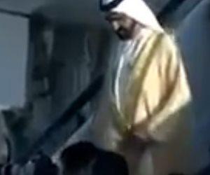 لحظة سقوط محمد بن راشد في القمة العربية الـ 28 (فيديو)