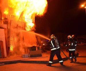 حريق داخل سوق جملة لمخلفات الأخشاب بأكتوبر دون إصابات