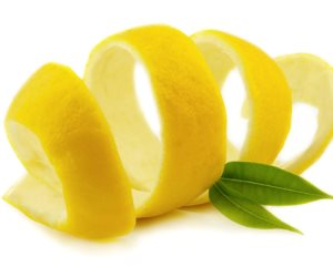 الليمون والشاى الأخضر .. للتخلص من رائحة الجسم الكريهة